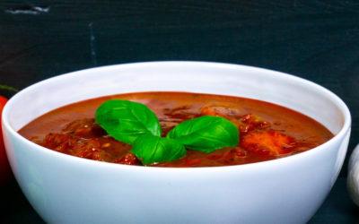 Tomatensuppe mit Basilikum