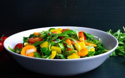 Leichter Sommersalat mit Honig-Senf-Dressing